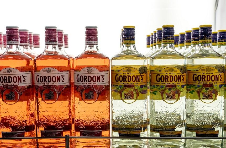обычный и малиновый джин Гордонс