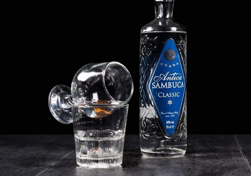 бутылка самбуки Antica