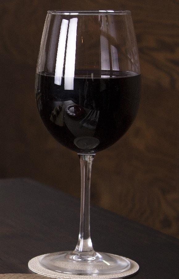 вино кварели в бокале