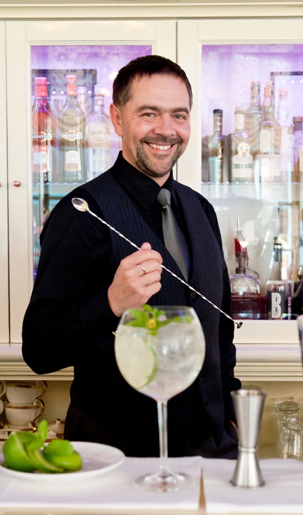 бармен Денис Тёмный фото