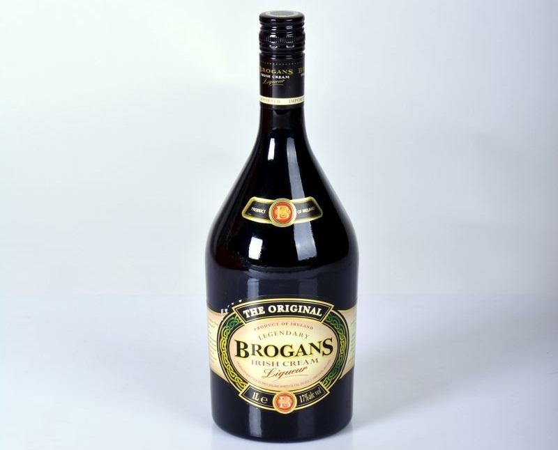 бутылка ликера Броганс