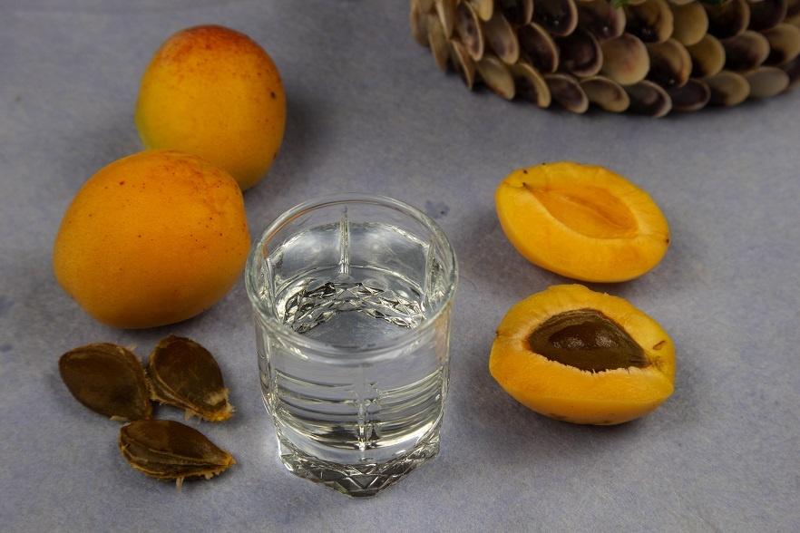 домашняя чача из абрикосов фото