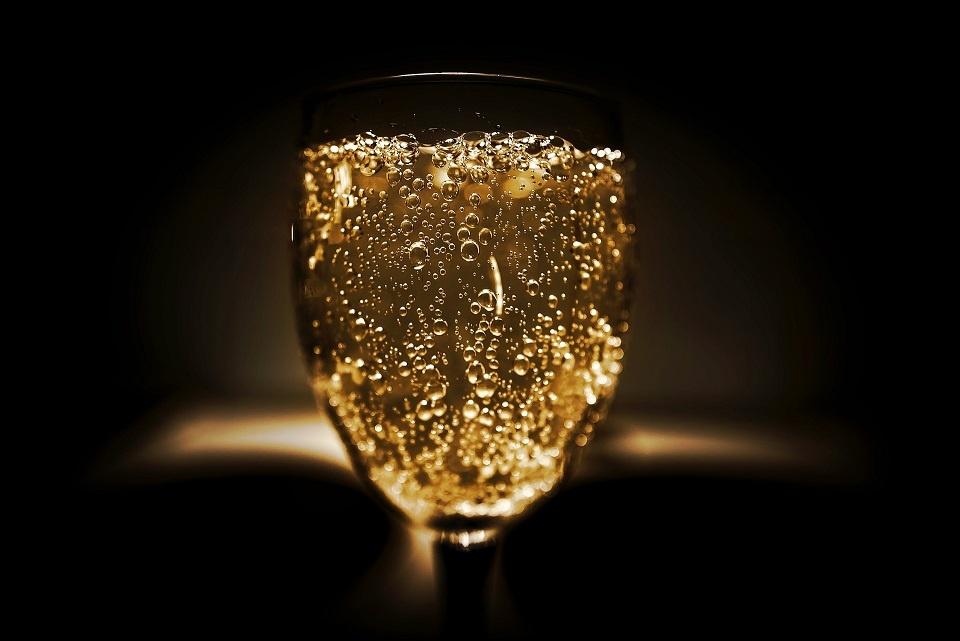 сколько хранится открытое шампанское