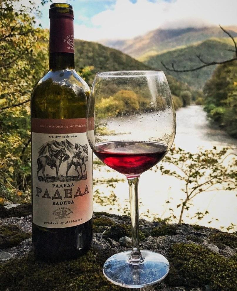вино Радеда в бокале