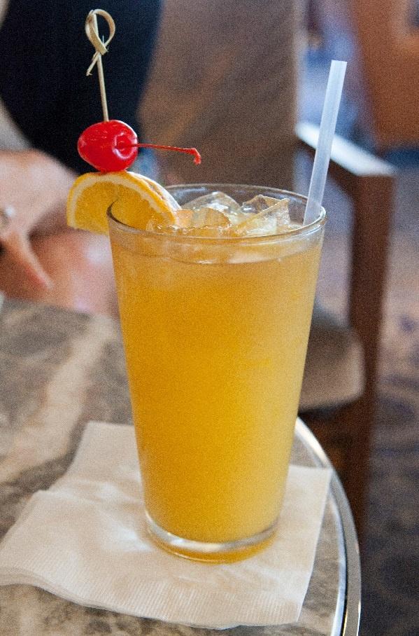 коктейль Харви Волбенгер с водкой и апельсиновым соком
