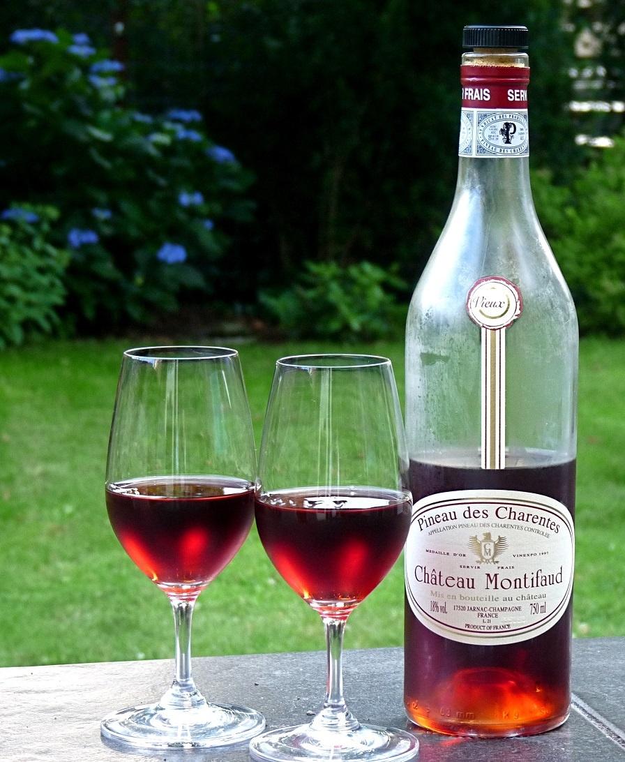 красное вино Пино де Шарант