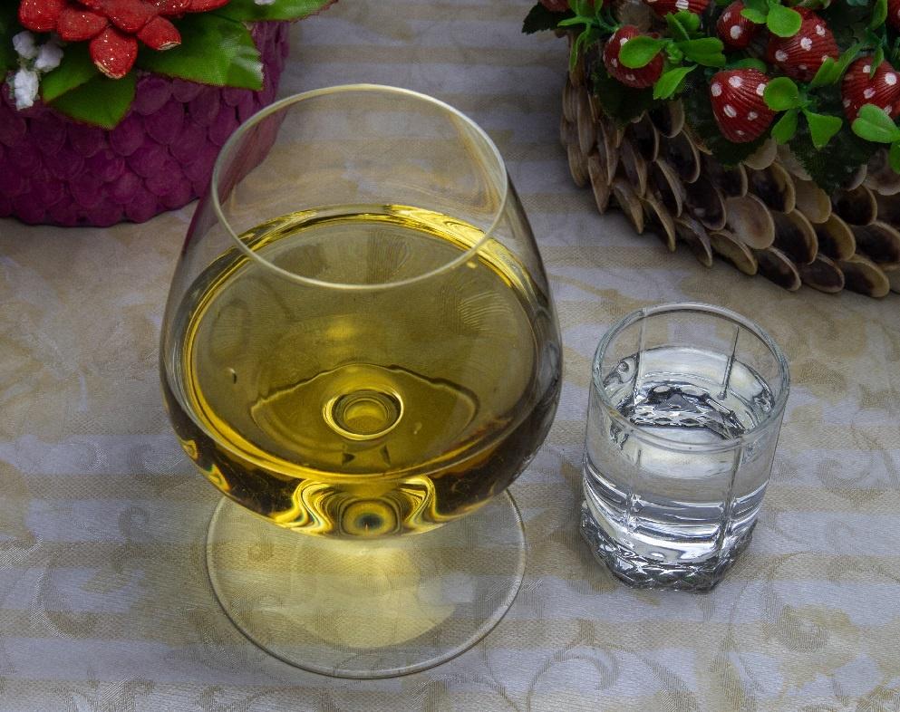 что пить: водка или коньк для здоровья