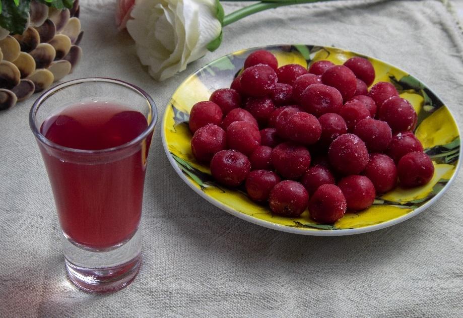 наливка из замороженных ягод вишни с косточками фото