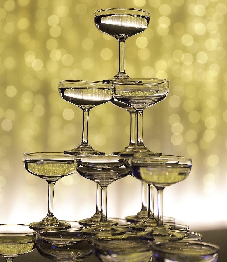 правильная пирамида из шампанского фото