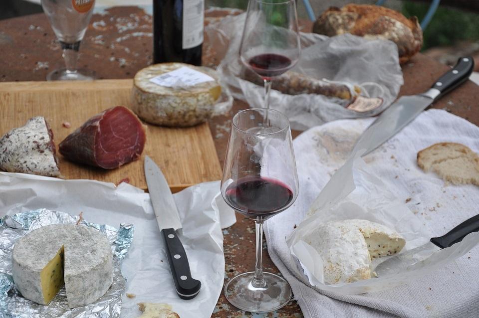 сыр к красному вину фото