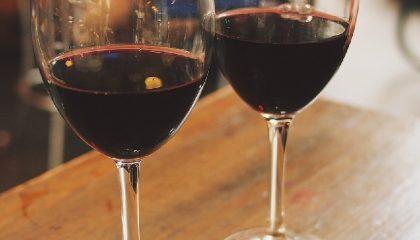 вино Темпранильо в бокале фото