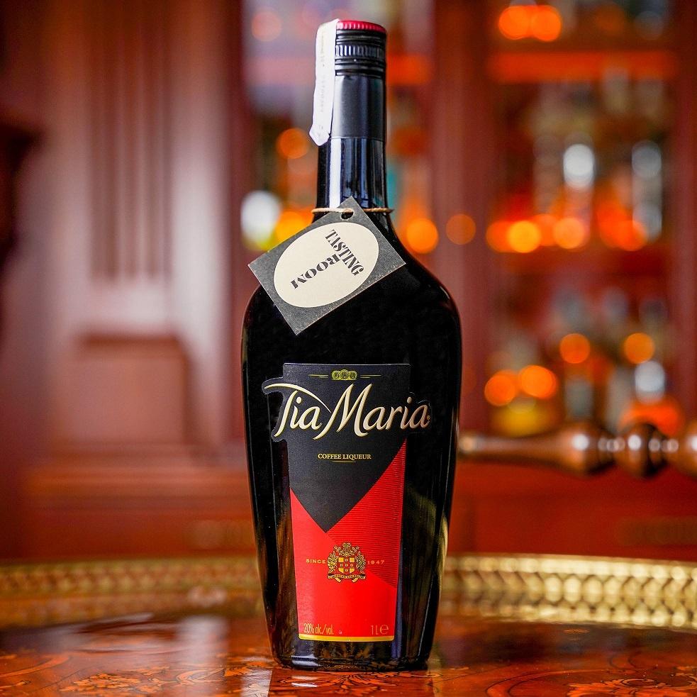 бутылка ликера Тия Мария