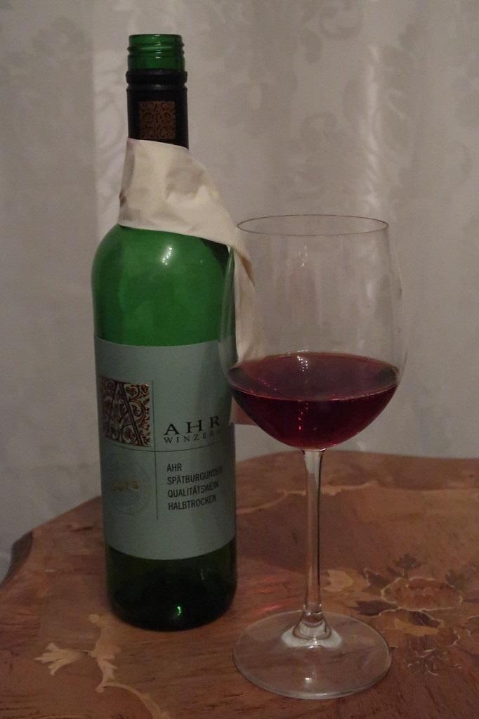 красное вино Шпетбургундер фото