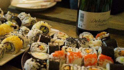 вино и суши фото