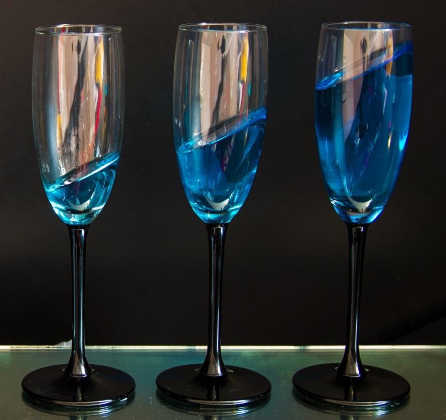 фото голубого шампанского в бокале