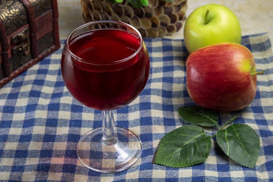 фото вина из яблок и черноплодной рябины