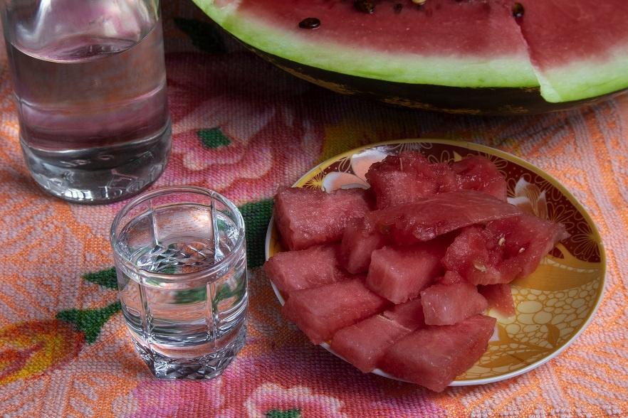 можно ли водку закусывать арбузом